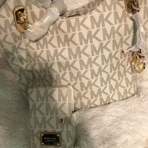 MK vanilla signature & matching small wallet